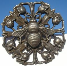 """BEE ON TULIPS""H/RELIEF NOUVEAU DECO~1940s PEWTER~VINTAGE ANTIQUE PICTURE BUTTON"