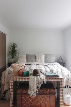 minimalist moroccan bedroom decor inspiration. / sfgirlbybay