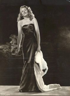Rita Hayworth plays the title role of the femme fatale, Gilda directed by Charles Vidor, Photograph by Robert Coburn Old Hollywood Movies, Golden Age Of Hollywood, Vintage Hollywood, Classic Hollywood, Hollywood Fashion, Hollywood Glamour, Hollywood Stars, Film Fashion, 1940s Fashion