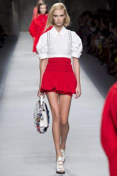 See the complete Fendi Spring 2016 Ready-to-Wear collection.