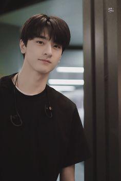 Korean Boys Hot, Korean Boys Ulzzang, Digital Art Girl, Cha Eun Woo, Kdrama Actors, Drama Korea, Chinese Boy, Flower Boys, Handsome Boys