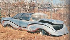 Update: The Aurora (1957) -thanks David! /// Abandoned Unknown Car of the Future (sweet lines, tho)
