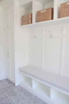 80 Modern Farmhouse Mudroom Entryway Ideas - Decorating Ideas - Home Decor Ideas and Tips Mudroom Laundry Room, Laundry Room Design, Bench Mudroom, Mudroom Cubbies, Mudroom In Closet, Cubby Bench, Mudroom Cabinets, Utility Closet, Diy Cabinets
