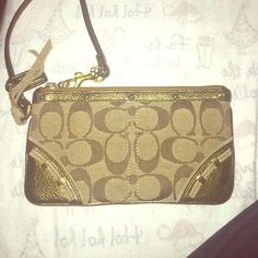 Coach wristlet Never really used Coach Bags Clutches & Wristlets