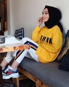 U can still slay regardless of ur tribe, religion💯check out these amazing hijab styles Hijab Casual, Hijab Chic, Hijab Sport, Sports Hijab, Muslim Fashion, Modest Fashion, Fashion Outfits, Muslim Girls, Muslim Women