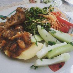 Almorango \o/ exatamente igual ao jantar de ontem   Frango cozido com batata doce angu couve xuxu tomate e cenoura com mto limão #NhamyNhamy  #ComidaLimpa #ComidaDeVerdade #LowCarb #ImaginaMagrinha #DeBaconAVida #ImaginaMagrinha #ÁguaComLimão by projeto.menos.10.kg