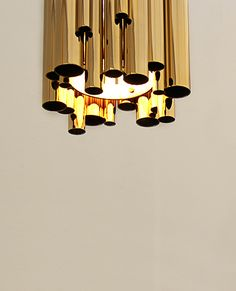 A suspension lamp inspired by art deco and music, through the dramatic pipe organ. 100% handmade in brass tubes to suit your dining table or hotel lobby.
