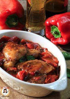 Ricetta con e senza Bimby del POLLO ALLA BIRRA CON PEPERONI un secondo piatto a base di pollo facile e sfizioso. Ricetta facile con il pollo senza forno