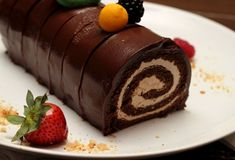 Dvojfarebná vianočná roláda Chocolate Roll Cake, Chocolate Souffle, Chocolate Icing, Chocolate Desserts, Chocolate Log, Unique Desserts, Fun Desserts, Delicious Desserts, Yummy Food