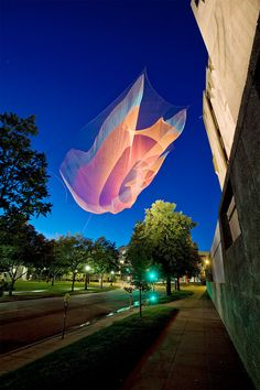 The forces of nature live and breathe in the poetic sculptures with fishing nets, American artist Janet Echelman.