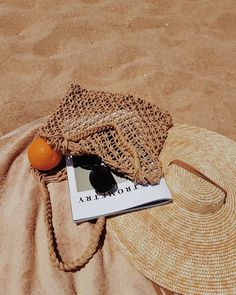 Picnic in the nature. Picnic on the beach. Beige Aesthetic, Summer Aesthetic, Aesthetic Photo, Aesthetic Pictures, Aesthetic Girl, Simple Aesthetic, Photography Aesthetic, Summer Feeling, Summer Vibes