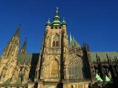 Kudy z nudy - Katedrála sv. Víta v Praze - absolutní vrchol gotické architektury Beautiful Castles, Most Beautiful Cities, Prague Castle, Notre Dame, Barcelona Cathedral, Places To Travel, River, History, City