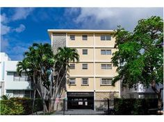 #ForRent 910 Jefferson Ave 2A, #MiamiBeach, FL 33139 for $1,800 Text 910JEFF to (305) 363-6273 for more info.