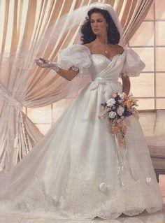 1980s Wedding Dress, Couple Wedding Dress, Bridal Wedding Dresses, Dream Wedding Dresses, Beautiful Wedding Gowns, Beautiful Dresses, Style Année 80, Perfect Bride, Vintage Bridal
