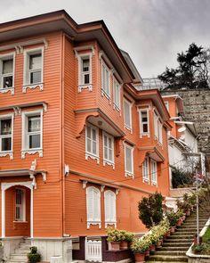 Seni gördüğüm gün,  çiçekler açmıştı en karanlık sokaklarımda... #miraççağrıaktaş  #balkan_hdr #turkey_home #istanbul_hdr #vizorturk_hdr… Turkish Architecture, Pyrography, Traditional House, Istanbul, Diy And Crafts, Ottoman, Multi Story Building, Travel, Home
