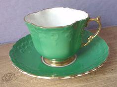 Šálek na kávu * zeleno bílý porcelán se vzorkem, zdobený zlatem.
