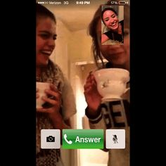 #SelenaGomez ADORBZ Tee Time iPhone Screen With BFF #TaylorSwift & #DemiLovato – In Your #FaceTime :))