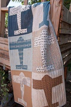 Here's a quilt for the airplane lover in your life! This is a fat quarter quilt--and each fat quarter will yield the pieces needed for both Quilting Projects, Quilting Designs, Sewing Projects, Art Quilting, Quilting Tips, Sewing Ideas, Antique Quilts, Vintage Quilts, Vintage Sewing
