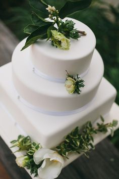 Natural, simple, delicious. This leafy green on white wedding cake needs no bells and whistles to make it utterly appealing!