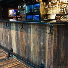លទ្ធផល រូបភាព សម្រាប់ how to build a bar out of reclaimed wood Reclaimed Wood Bars, Basement Bar Designs, Built In Bar, Bar Plans, Tap Room, Tasting Room, How To Antique Wood, Basement Remodeling, Bars For Home