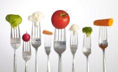 1. Proteinler ( Bitkisel-Hayvansal) 2. Yağlar (Bitkisel, Zeytinyağ) 3. Karbonhidratlar(Birleşik Karbonhidratlar) 4. Mineraller (Sebze-Meyva) 5. Vitaminler (Sebze- Meyva) 6. Su:::PROTEİNLER:  Proteinli gıdalar et, süt yoğurt,tavuk, balık, bakliyat, nohut, soya fasulyesi,kuru fasulye v.b. proteinli gıdalar hem protein hem karbonhidrat hemde bol miktarda lif içerirler.