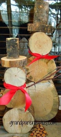 DIY Front Yard Christmas Decorating Projects • A round-up of great Ideas and Tutorials! Including, from 'grandparents plus', this clever rustic log slice snowman idea. by autumnatn