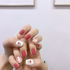 Try some of these designs and give your nails a quick makeover, gallery of unique nail art designs for any season. The best images and creative ideas for your nails. Korean Nail Art, Korean Nails, Korean Art, Minimalist Nails, Minimalist Design, Nail Swag, Trendy Nail Art, Easy Nail Art, Simple Nail Art Designs