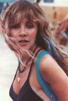 Stevie Nicks of Fleetwood Mac fame Gypsy look . Rock Roll, Blond, Singer Songwriter, Buckingham Nicks, Stephanie Lynn, Stevie Nicks Fleetwood Mac, Women Of Rock, Olivia Newton John, Female Singers