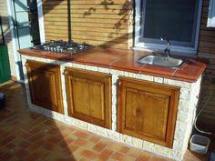 Seconda cucina esterna in muratura con forno a legna e - Cucine esterne in muratura ...