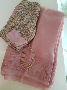 Kerala Saree Blouse Designs, Cotton Saree Designs, Saree Blouse Neck Designs, Fancy Blouse Designs, Wedding Saree Blouse Designs, Trendy Sarees, Stylish Sarees, Fancy Sarees, Simple Sarees