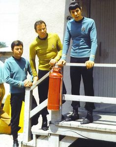 Star Trek: the Original Series. William Shatner, Leonard Nimoy and DeForest Kelly outside the studio Star Trek Series, Star Trek Original Series, Leonard Nimoy, Star Wars, Star Trek Tos, William Shatner, Stephen Hawking, Alien Nation, Science Fiction