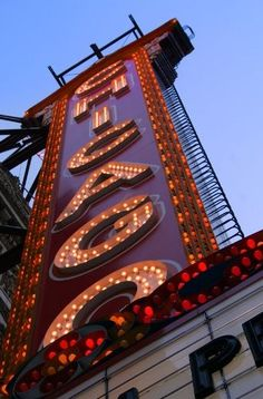 Illuminated Signs, Famous Landmarks, Chicago Illinois, Sign Design, Signage, Theatre, Famous Monuments, Theatres, Billboard