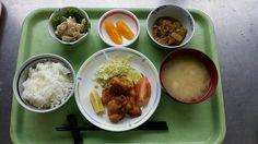 6月29日。鶏肉の唐揚げ、茄子と揚げの煮物、ごぼうサラダ、豆腐と揚げの味噌汁、オレンジでした!鶏肉の唐揚げが特に美味しかったです!655カロリーです