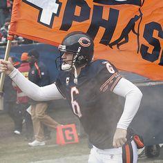 Jay Cutler, my biggest idol, toughest guy in the NFL Jay Cutler Bears, Jay Cutler Football, Best Football Team, Nfl Chicago Bears, Tough Guy, Athletics, Football Helmets, Hot Guys, Eye Candy