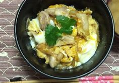 <Basic information> ・Serving size:1 person ・Preparation time:10 minutes  <Ingredient&Amount> 80g halal certified chicken thigh 110g (2 eggs) egg 50g onion 15g soy sauce 70g broth 10g honey 5g sugar Proper amount of trefoil 180g rice  <Direction> 1. Cut onion into sliced pieces and cut chicken into bite sized pieces. 2. Put soy sauce, broth, honey, sugar and onion in a pan. 3. Boil on highly medium heat. 4. Add chickeen. 5.Boil on medium heat for furthermore 2-3 minutes, in order to heat…