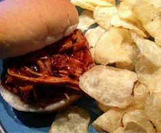 Crafting my way to a better home: Easy BBQ Pulled Chicken crockpot recipe Slow Cooker Recipes, Crockpot Recipes, Chicken Recipes, Cooking Recipes, Yummy Recipes, Crock Pot Cooking, What's Cooking, Pulled Chicken, Healthy Eating Recipes