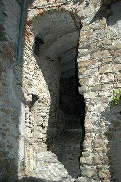 Apricale (IM), Val Nervia, un passaggio coperto
