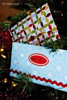 Make your own envelopes. Super easy and cute at www.thebensonstreet.com #envelopes #diy #christmas