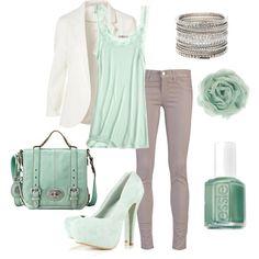 Grijze broek, groene top, creme jasje of licht grijs jasje
