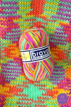 LANA INTELIGENTE, Forma dibujos sola! Tejida en aguja número 6 en tricot, se puede tejer tanto en dos agujas y crochet.