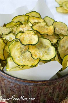 These Easy Crispy Salt and Vinegar Zucchini Chips are only 40 calories per serving, gluten free, grain free and low carb too! ZUCCHINI CHIPS A Guilt Free Chip you can make in no time at all! Snacks Für Party, Keto Snacks, Healthy Snacks, Snack Recipes, Healthy Eating, Cooking Recipes, Healthy Salt, Dishes Recipes, Cooking Food