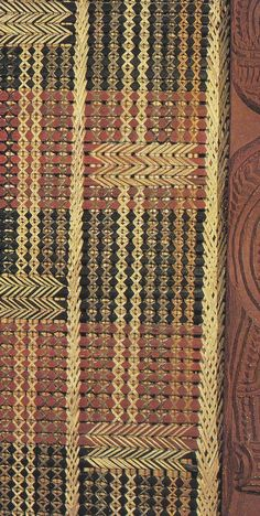 Tukutuku work in Hotunui, a meeting house built in 1878 by Ngati Awa of Whakatane, and now in the Auckland Museum. Flax Weaving, Basket Weaving, Maori Patterns, Big Basket, Maori Designs, Basket Crafts, Maori Art, Country Landscaping, Art Carved