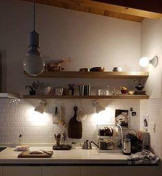 . 이 시간도 어둡네.. . 두부를 자르고 있지만 커피가 눈에 들어오는 아침 . #굿모닝 #전구갈아야겄다 . Cafe Interior, Interior Exterior, Kitchen Interior, Interior Architecture, Cozinha Shabby Chic, Room Goals, Interior Decorating, Interior Design, Home And Deco