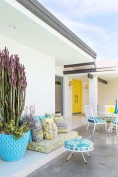 Mid-century architecture: Let's get inspired by the best mid-century modern architecture examples in Palm Springs, California! Palm Springs Häuser, Palm Springs Style, Outdoor Rooms, Outdoor Living, Outdoor Decor, Outdoor Furniture, Outdoor Seating, Desert Homes, Mid Century House