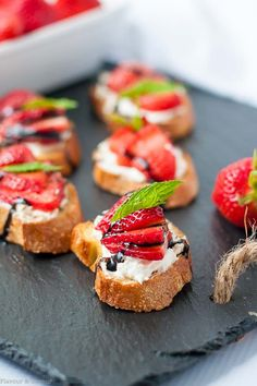 Fluffy cheese smeared on a thin toasted baguette, topped with strawberries and balsamic glaze makes this Strawberry Whipped Feta Crostini an easy appetizer. Popular Appetizers, Finger Food Appetizers, Appetizer Recipes, Baguette Appetizer, Baguette Recipe, Whipped Feta, Whipped Cream Cheese, Chicken Flavors, Baked Chicken Recipes