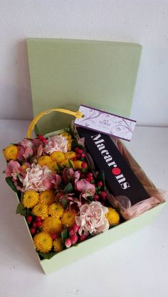 Flower Box with Macrones, santini, dianthus, alstroemeria, hypericum Flower Boxes, Fresh Flowers, Macarons, Presents, Gift Wrapping, Gifts, Window Boxes, Gift Wrapping Paper, Planter Boxes