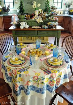 And another Easter table setting from www.thelittleroundtable.com