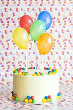 Carrot cake decorated with balloons Carnival Birthday Cakes, Balloon Birthday Cakes, Balloon Cake, Novelty Birthday Cakes, Balloon Party, Cakes For Boys, Kid Cakes, Cute Cakes, Yummy Cakes