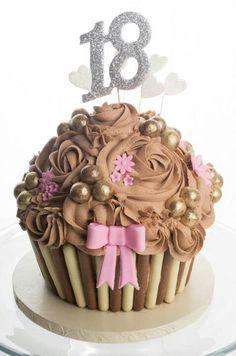 16 ideas for birthday cake decorating ideas chocolate giant cupcakes Giant Cake, Giant Cupcake Cakes, Cupcake Cookies, Mini Cakes, Ladybug Cupcakes, Kitty Cupcakes, Snowman Cupcakes, Chocolate Giant Cupcake, Cake Chocolate