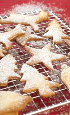 Uncover Alsa's shortbread recipe for Santa Claus. Uncover Alsa's shortbread recipe for Santa Claus. Amaze your visitors by making this scrumptious recipe fast and … Shortbread Recipes, Biscuits, Gingerbread Cookies, Waffles, Caramel, Santa, Cooking, Breakfast, Sweet